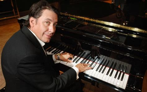 Jools Holland in row with wedding venue over music past 11pm