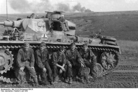 [Photo] German Panzer III crew of 2nd SS Panzer Division