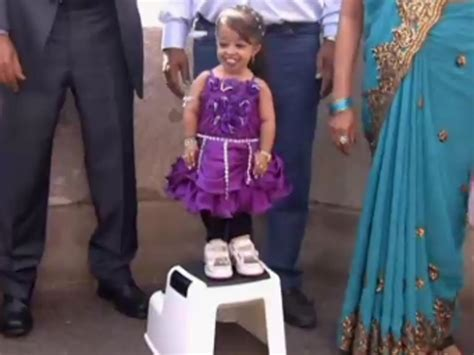 Video: Guinness World Records - The smallest woman in the