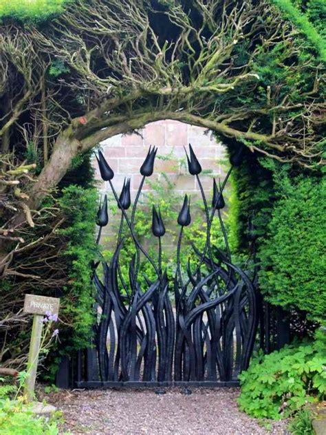 18 Majestic Metal Garden Gates That Will Make You Say WOW