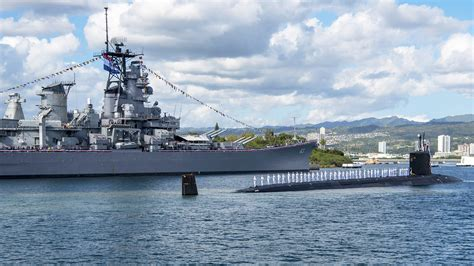 """Two """"Mighty Mos"""": Submarine USS Missouri Meets Its"""