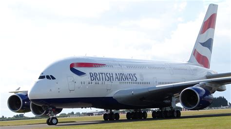 A380 superjumbo in Cardiff in pictures - BBC News